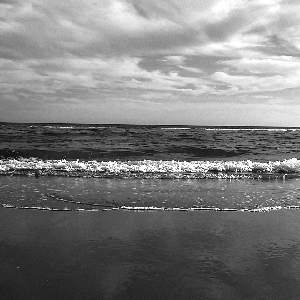 IMG_2017-10-22_15_48_20_bw black and white beach